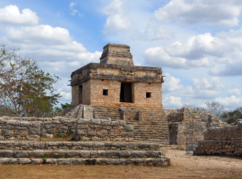 Dzibilchaltun: Temple of the Seven Dolls