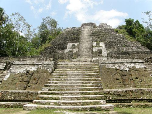 Lamanai, Belize - pyramid n10-43