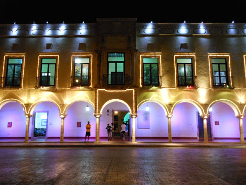 Valladolid, Mexico - palacio municipal at night