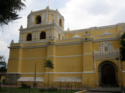 Antigua: La Merced from the side