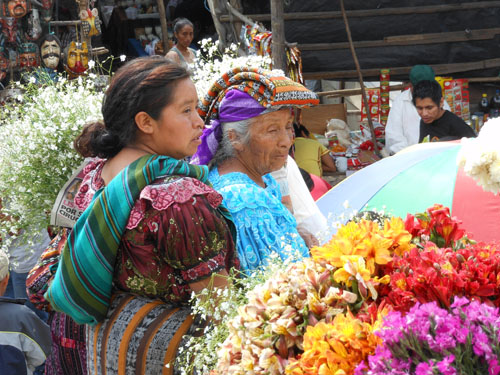 Chichicastenango market: local people and their outfits