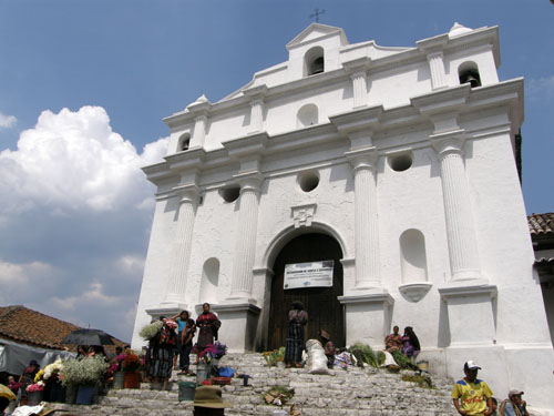Chichicastenango: Santo Tomas church