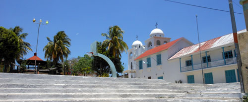 Flores: la iglesia and the basketball court with the plaza