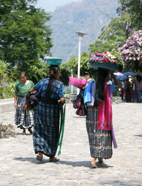 Panajachel: women in traditional clothing