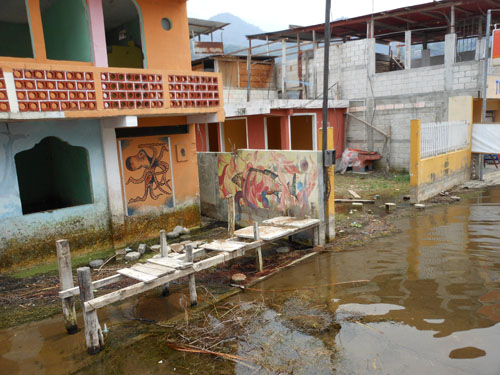 San Pedro: buildings at the dock now under water