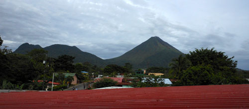 La Fortuna: view of Arenal and Chato volcanos from the hostel