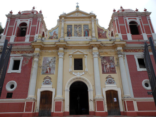 Leon: El Calvario church facade