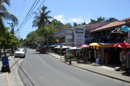 Manuel Antonio: main street by the beach