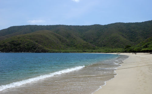 Bahia Concha - empty beach and calm water
