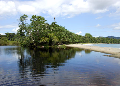 Cahuita National Park: beach and the lagoon