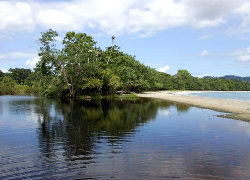 Cahuita National Park: beach and the lagoon