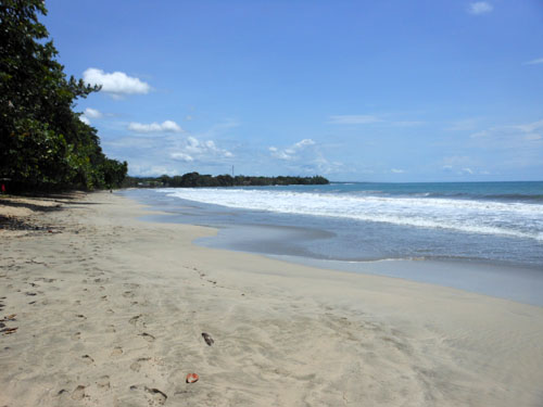 Cahuita National Park: sandy beach