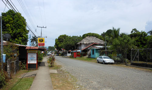 Cahuita: main road