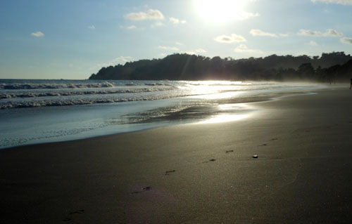 Costa Rica: Manuel Antonio beach, haze of setting sun