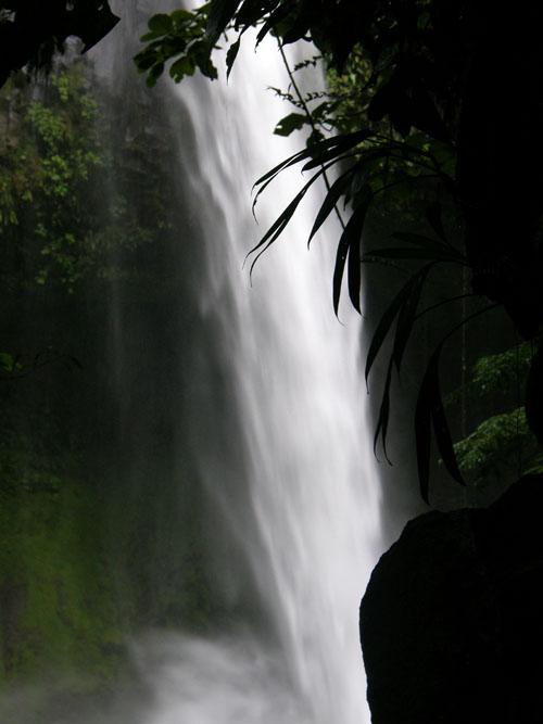 Costa Rica: Rio La Fortuna, waterfall in the background