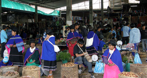 Silvia market: indigenous people haggling