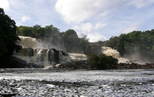 Venezuela - Canaima Lagoon: Salto Golondrina (left) and Ucaima (right)