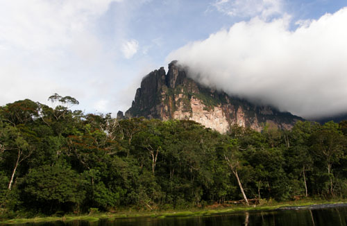 Venezuela - Canaima National Park: formations on the way to Salto Angel