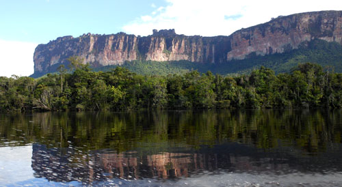 Venezuela - Canaima National Park: reflections of mountains on the way to Salto Angel