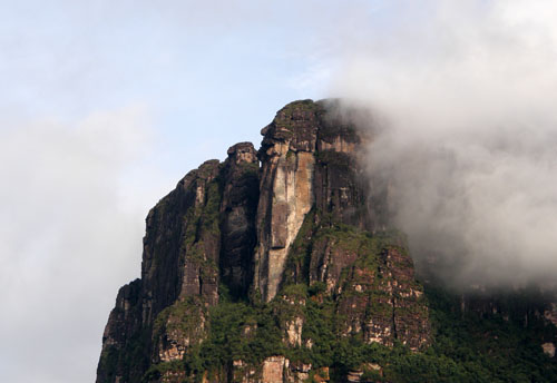 Venezuela - Canaima National Park: head-like rock formation on the way to Salto Angel