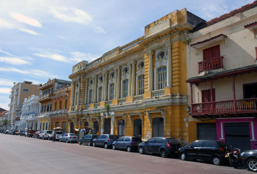 Colombia - Cartagena: colonial buildings on Plaza de la Independencia