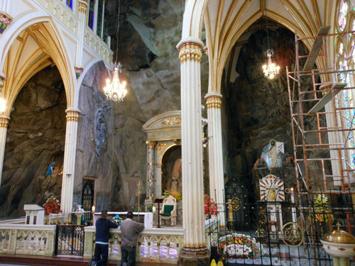 Colombia - Las Lajas Sanctuary: the altar carved in rock