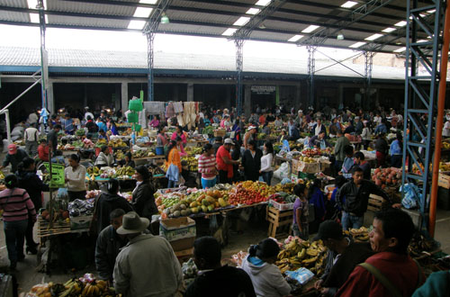 Colombia - Silvia market: lots of stalls