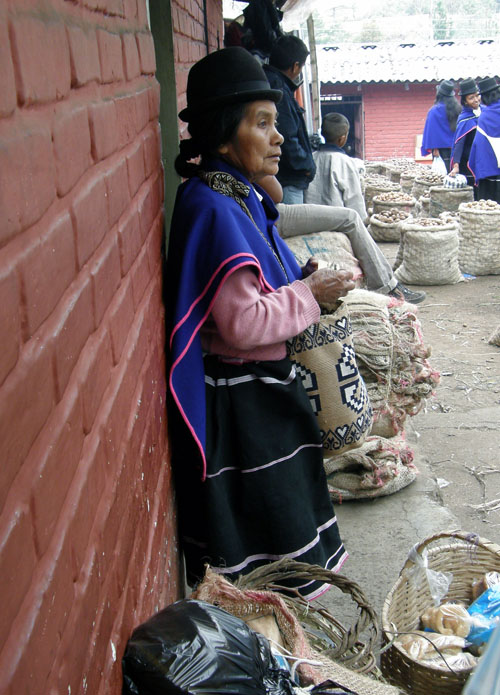 Colombia - Silvia market: lady selling products