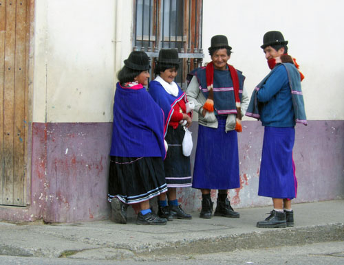 Colombia - Silvia: traditional clothing
