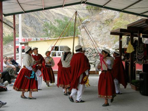Devil's Nose train ride - dancers at the station