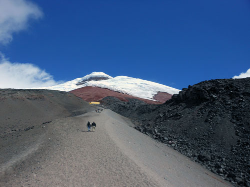 Ecuador - Cotopaxi National Park: climbing to the refugio