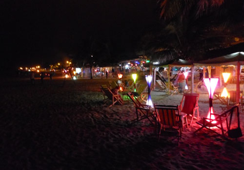 Puerto Lopez - bars on the beach at night