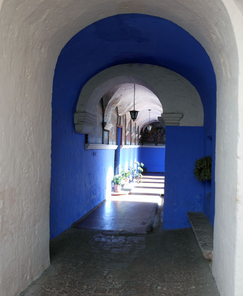 Arequipa, inside Monasterio de Santa Catalina - one of the passages
