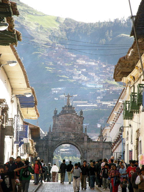Cuzco - road to San Pedro market