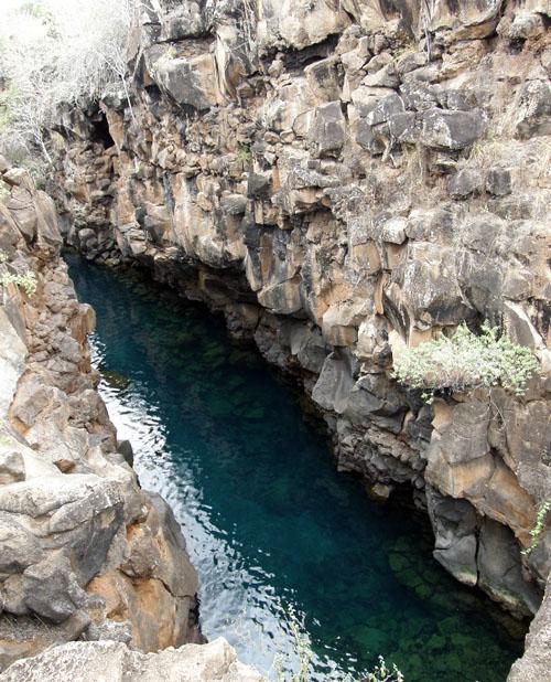 Galapagos, Santa Cruz Island - Las Grietas gorge