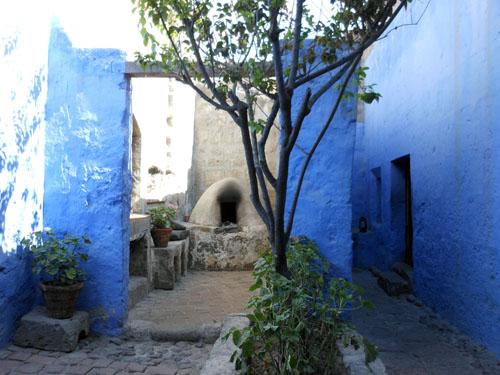 Peru, Arequipa - Monasterio de Santa Catalina blue inner streets