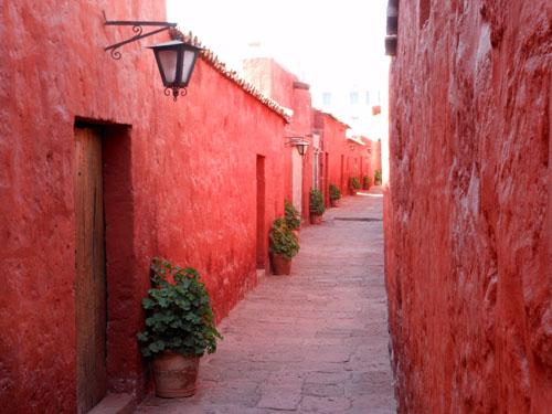 Peru, Arequipa - Monasterio de Santa Catalina red inner streets