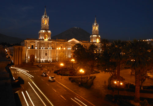 Peru, Arequipa - Plaza de Armas in the evening
