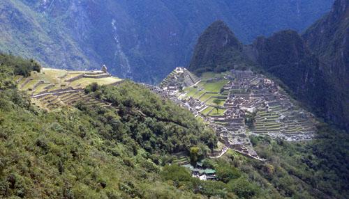 Peru, Machu Picchu Archaeological Site - birds eye view from path to Inti Pukku gate
