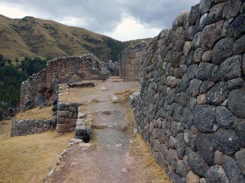 Peru, Puka Pukara Archaeological Site - walking through