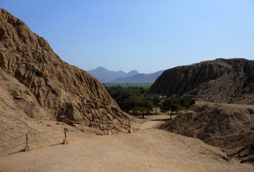 Peru, Sipan Archaeological Site - walking through the site