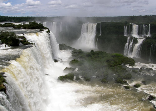 Iguazu (Brasil) - Garganta del Diablo (Devil's Throat) waterfall from above at the highest platform
