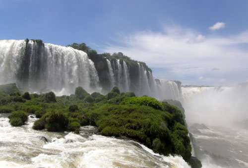 Iguazu (Brasil) - Garganta del Diablo (Devil's Throat) waterfall from the closest viewing platform
