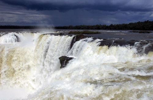 Argentina, Iguazu National Park - first look into Devil's Throat (Garganta del Diablo) waterfall