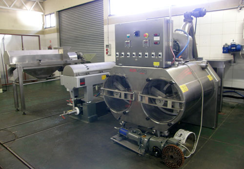 Argentina, Maipu, Pasrai - modern machines in the olive oil processing plan