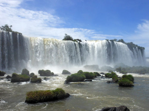 Brazil, Iguazu National Park - approaching Devil's Throat (Garganta del Diablo) waterfall
