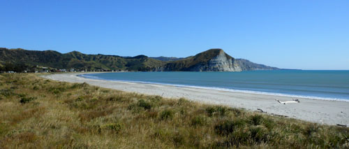 New Zealand, North Island - secluded Mahia Beach