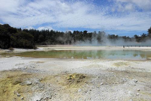 New Zealand, North Island - Waiotapu Thermal Wonderland, champagne pool area