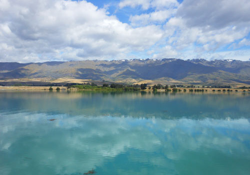 New Zealand, South Island - Lake Dunstan, mirror reflection on the lake