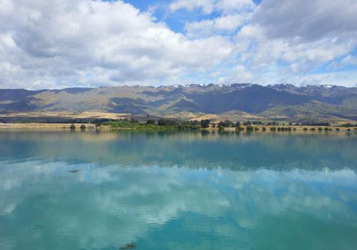 New Zealand, South Island - Lake Dunstan, mirror reflection on the lake